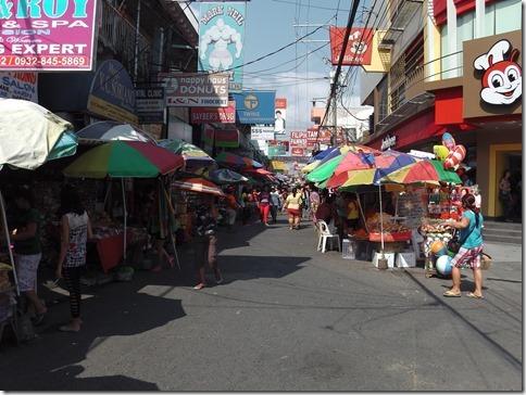 マロロス市場入口